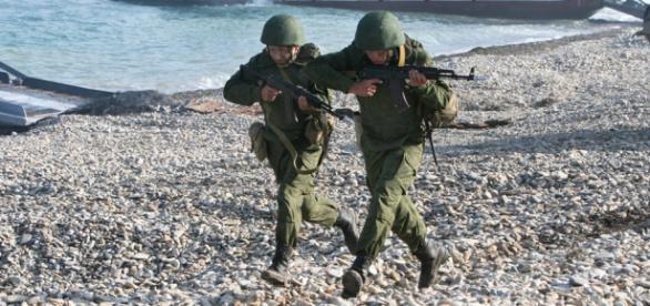 Soldaţi ruşi participanţi la un exerciţiu militar