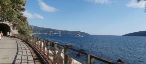 Herceg Novi tengerparti sétánya.