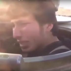 Tânărul sirian filmat cu lacrimi în ochi