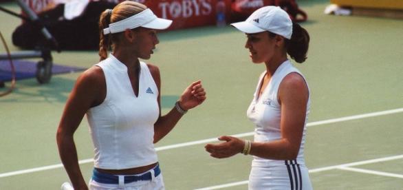 Doubles partners Kournikova (L) and Hingis (R).