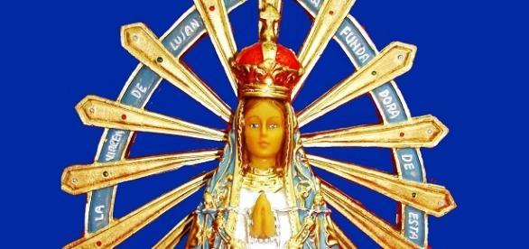 Los colores patrios en la Virgen de Luján