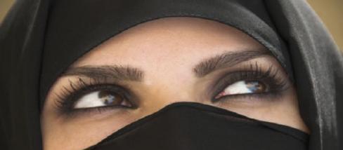 Embertelen módon bánnak a nőkkel az IS-ben