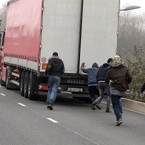 Imigranci w Calais - UK ich wymarzonym miejscem