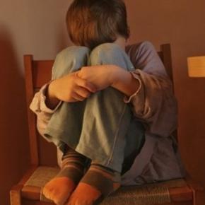 Menino foi abusado sexualmente durante meses