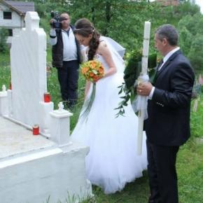 Mireasa in cimitir