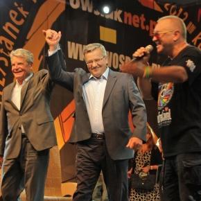 Owsiak z politykami promuje pojednanie.
