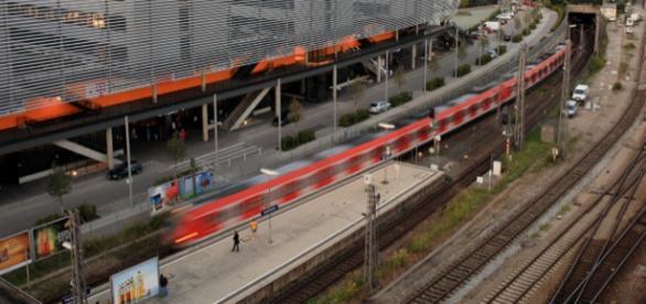 Blick auf den Bahnhof München Hackerbrücke
