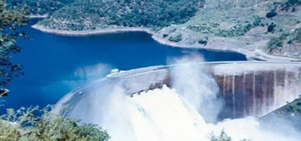 Kariba Dam Wall, Zimbabwe. Image by Frank Flowers