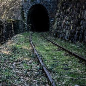 Eksploratorzy będą próbowali dotrzeć do tunelu.