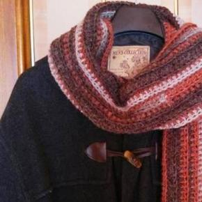 En este tutorial te enseño paso a paso un punto a crochet muy fácil que le da a la bufanda un aire muy masculino y favorecedor