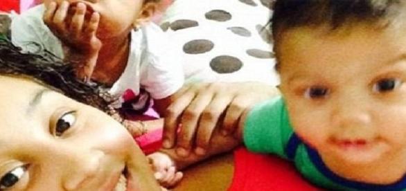 O mamă și băiețelul ei au murit sufocați în mașină
