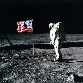 Astronaut american ajuns pe Luna