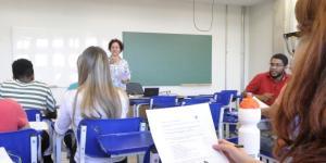 Estudantes pagam propinas desde os anos 90