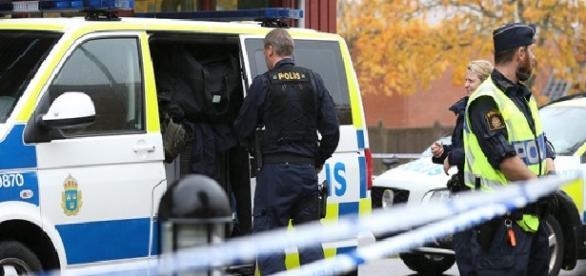 Poliția a eliberat angajații centrului de primire
