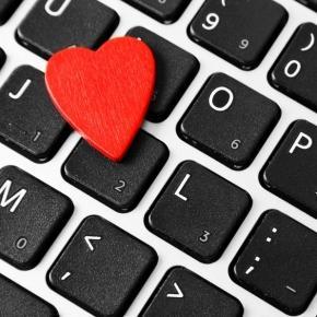 Ludzie coraz częściej szukają miłości w sieci