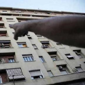 O româncă s-a aruncat în gol de la etaj