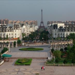 """PARIS"" de Shanghai-copie Turnul Eiffel"