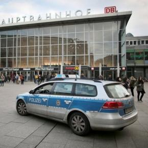 Poliţia la Gara centrala din Koln - Foto DPA