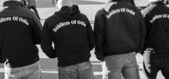 Soldatii lui Odin patruleză pe străzi