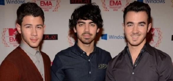 Joe Jonas tell-all. Wikimedia user Roger luiz pe da silva