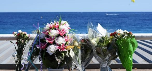- sputniknews.com Des fleurs et des pleurs, samedi