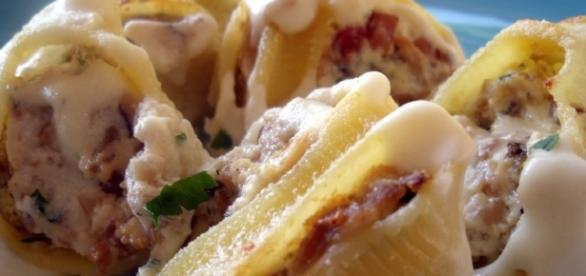 Lumaconi farciti con ricotta, funghi e prosciutto cotto | Ricette ... - cibook.it