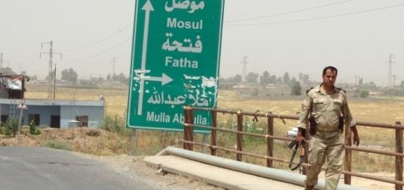 UNe route ne direction de Mossoul, nord de l'Irak
