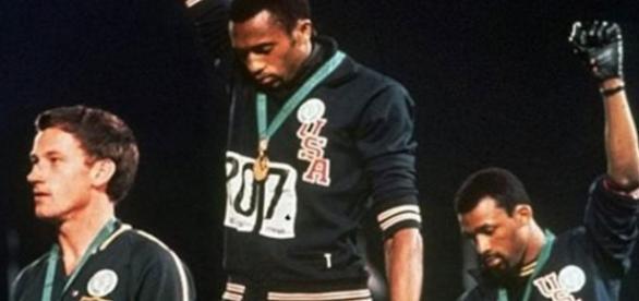 Peter Norman, l'athlète blanc qui a combattu discrètement contre la ségrégation raciale.
