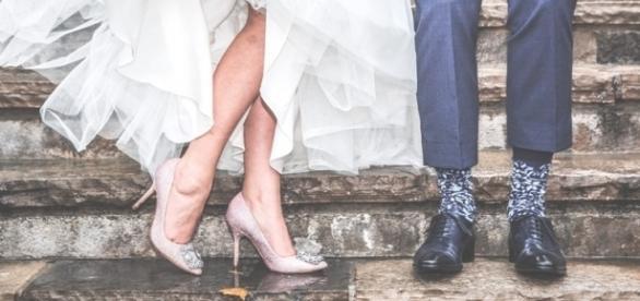 Starker Kerl, sie ihm zugewandt: Ein wunderschönes, sexistisches Hochzeitsbild