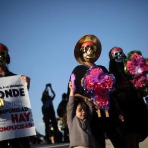 Protest în Argentina și în alte 58 de orașe din lume după ce o adolescentă de 16 ani a fost violată și ucisă - Foto: REUTERS/Edgard Garrido