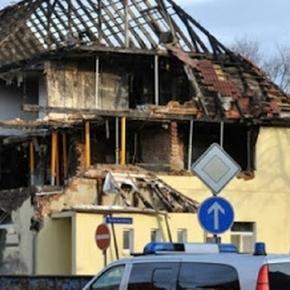 Das NSU Haus in der Frühlingsstraße 26 in Zwickau, nach der Explosion, bei der wohl Beate Zschäpe ermordet werden sollte.