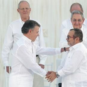 Esforços em busca de acordo renderam Nobel da Paz ao presidente da Colômbia, Juan Manuel Santos. (Foto: Andrés Valle/ Presidência Perú)