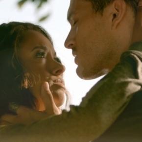 TVD 8x02: Enzo promete a Bonnie voltar para ela (Foto: CW/Screencap)
