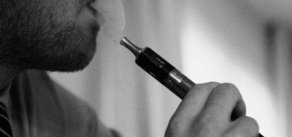Nicotine helps lose weight, slow ageing. TBEC Review Wikimedia