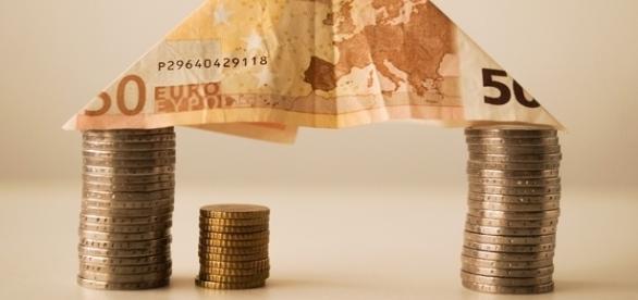 Aby zdobyć fundusze na własny dom musimy zwykle postarać się o korzystny kredyt.