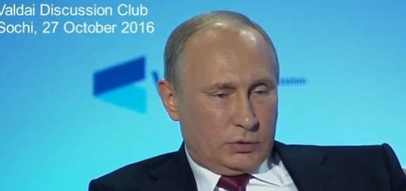 """Vladimir Putin a ținut o conferință de presă la """"Clubului de Discuții Valdai"""" - Foto: captură YouTube"""