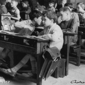 En 1957, j'étais en cinquième, et on avait des baffes, des règles en bois cassées sur le bout de doigts. Bref, deux fois bac+5