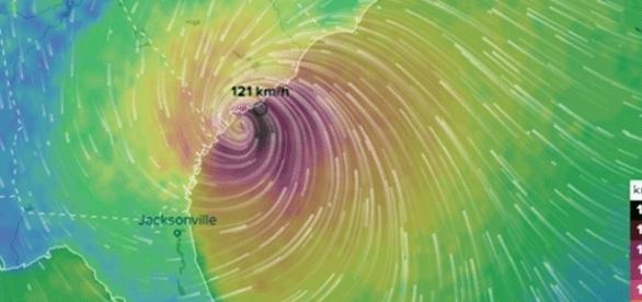 Rafales au-dessus de 132 kmh à la frontière entre Géorgie et NC, cette nuit. L'ouragan Matthew faiblit, mais peu...