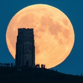 Supermoon Lunar Eclipse Puts on a Show - ABC News - go.com