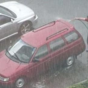 Sempre que você resolve lavar o carro, chove