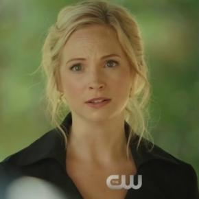 The Vampire Diaries 8x05: Caroline no funeral de Tyler (Foto: CW/Youtube)