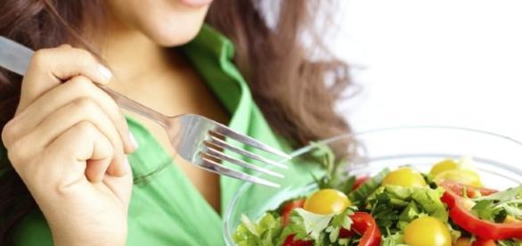 Reeducação de hábitos alimentares.