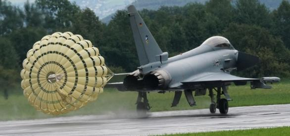 Jet landing https://pixabay.com/en/aircraft-fighter-jet-1574507/
