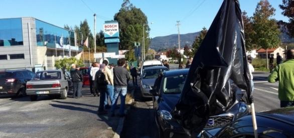 """Manifestação pacífica do movimento """"Arcozelo está de luto."""""""