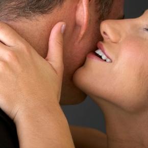 sexo com homens mais jovem vem aumentando, você já precisa saber as vantagens?