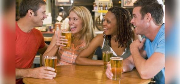O consumo moderado da cerveja, ajuda a alcançar a felicidade