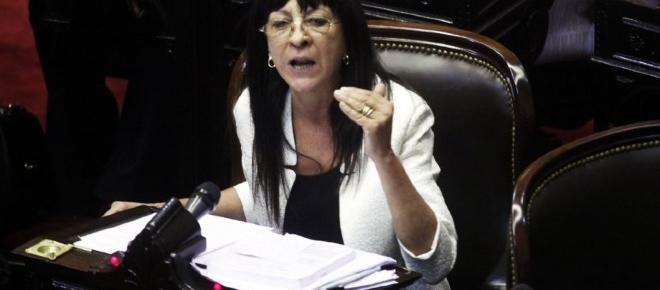 Diana Conti a favor de las carreras ilegales de galgos