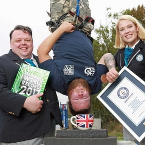 Craig Glenday et Sofia Greenacre, des Guinness World Records, avec Simon Berry © Matt Alexander