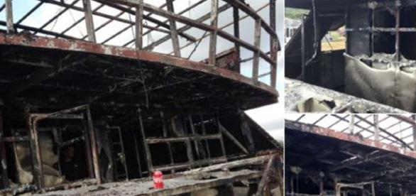 Burnt out party boat where 4 people died in South Africa / Photo screencapped via Radio Jacaranda twitter