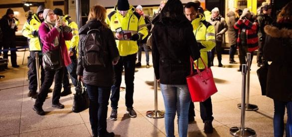 Schweden kontrolliert wieder Grenzen, Dänemark zieht nach ... - derstandard.at